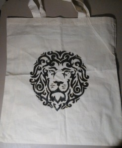 "approx. 14"" x 15.25"" lightweight linen/canvas tote hand-painted lion"